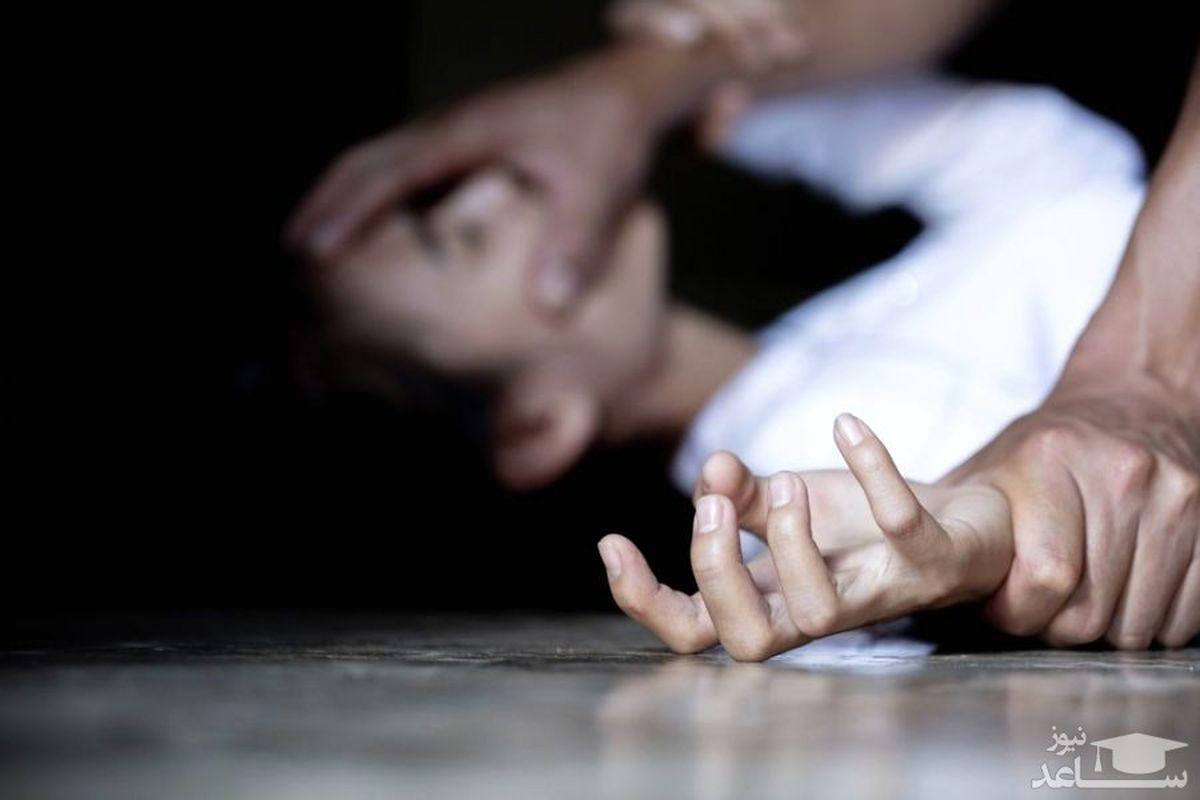 تجاوز فجیع پیک موتوری به زن جوان در خانه اش + عکس