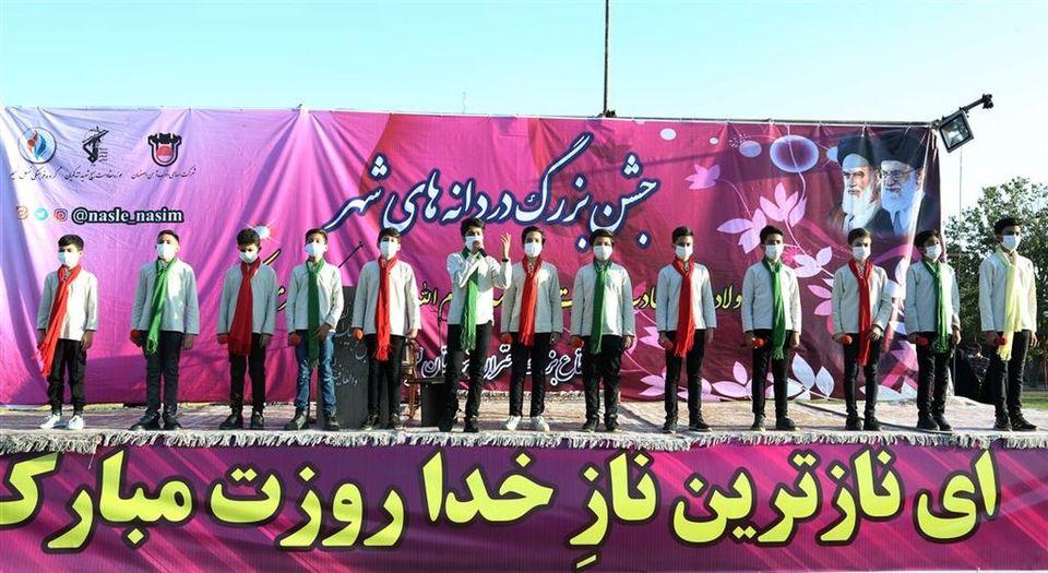 اجتماع بزرگ دختران شهرستان لنجان در مراسم دردانه های شهر