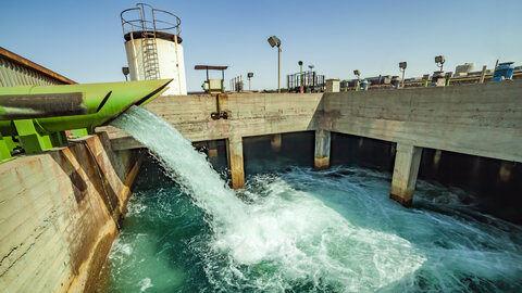 با انتقال آب خلیج فارس به اصفهان، برداشت صنایع از زاینده رود به صفر میرسد