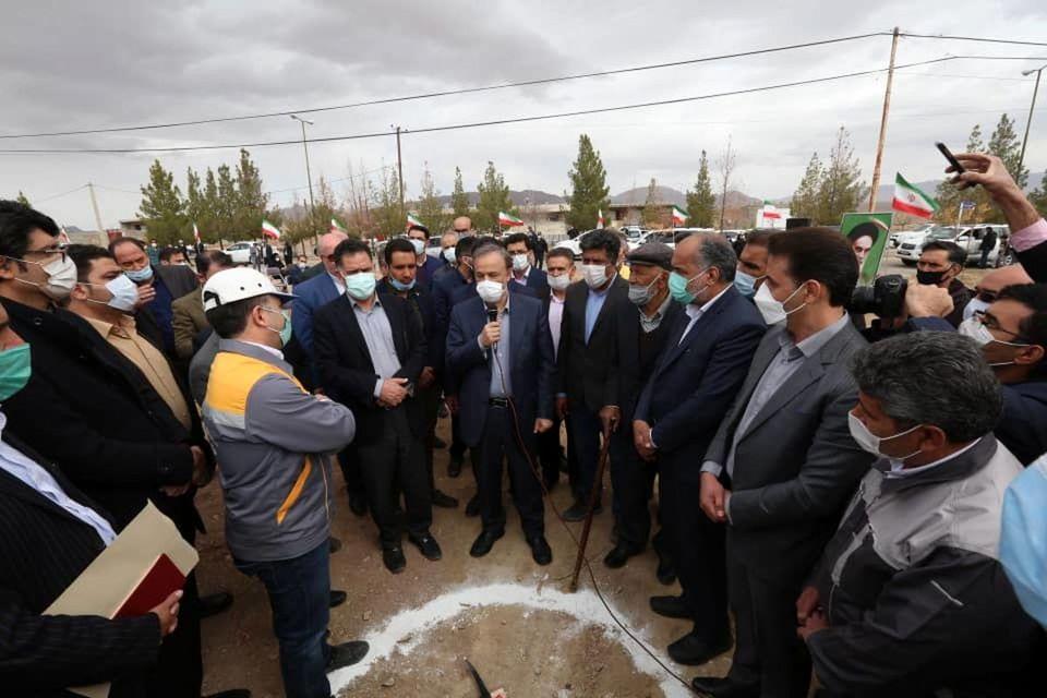 آغاز عملیات اجرایی مرکز جامع سلامت روستایی سبزدشت با حضور وزیر صمت