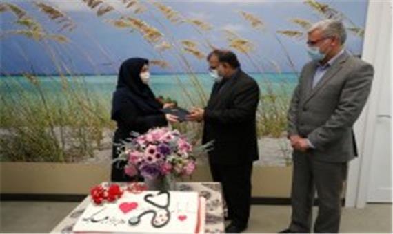 تجلیل و قدردانی از پرستاران کیش با اهداء شاخه های گل