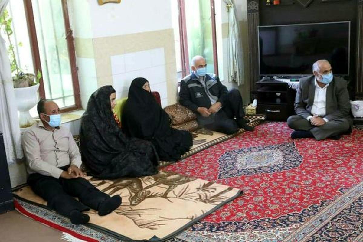 دیدار مهندس ملارحمان با خانواده شهید غلامرضا پورفریدونی