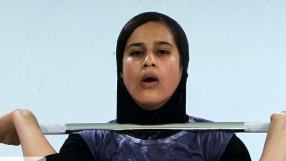 لحظه ثبت رکورد یکتا جمالی وزنه بردار تاریخ ساز ایران + فیلم