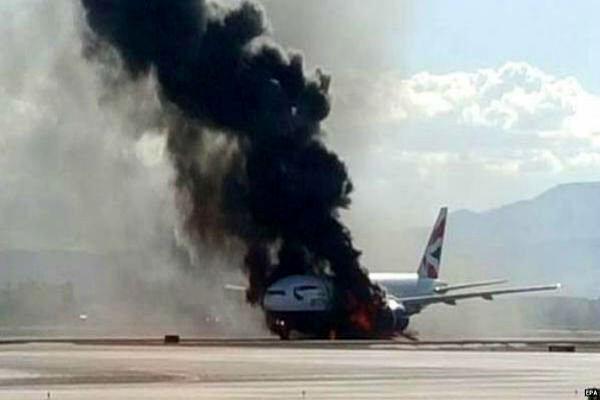 هواپیمای ماهان دچار آتش سوزی شد + فیلم