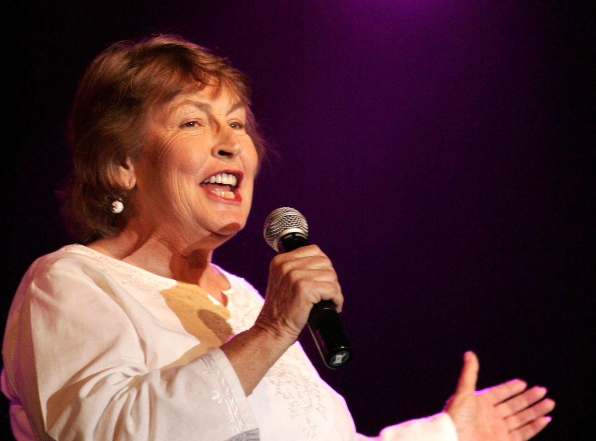 Helen Reddy, Singer Behind 'I Am Woman,' Dies at 78+ photos