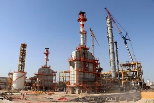 مشاور رییس جمهور از پروژه پالایشگاه شرکت پارس بهین پالایش نفت قشم بازدید کرد
