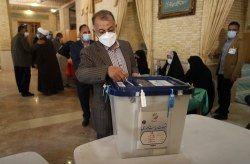 حضور مردم پای صندوق های رای اقتدار نظام اسلامی را تقویت می کند.